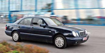 Szczytno (miasto): Mercedes E430 rok. prod. 1998